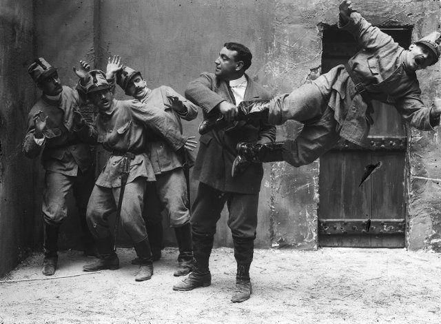 Ένας από τους παλαιότερους χαρακτήρες της μεγάλης οθόνης, δημιουργία του ιταλικού κινηματογράφου. Πρωτοεμφανίστηκε στις 18 Απριλίου 1914 στην «Καμπίρια».
