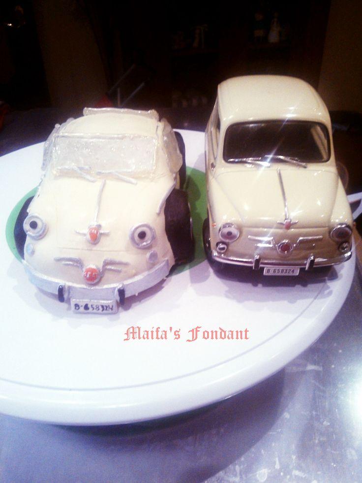 Pastel de fondant Fiat 600 con el original