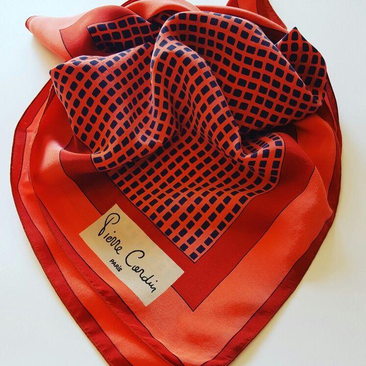 #vintage #scarf #pierrecardin #paris #silk #fashionblogger #fashion