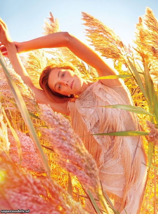 Daria Werbowy in 'Earth Angel' - Photographed by Ryan McGinley (W Magazine January 2013)    Complete shoot after the click...