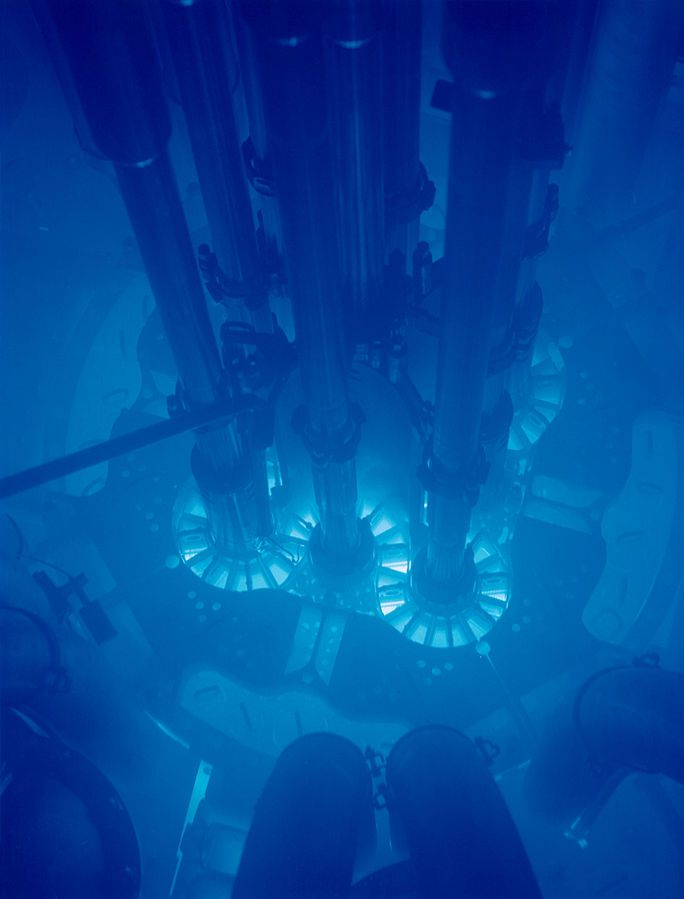 Čerenkov radiation glowing in the core of the Advanced Test Reactor