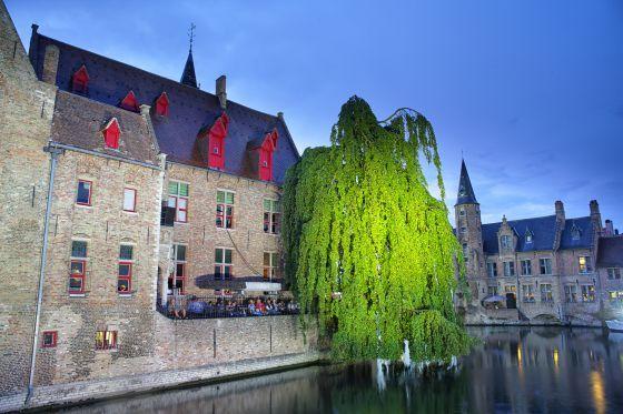 La 'madonna' de Miguel Ángel y 50 tiendas de cacao en la ciudad belga