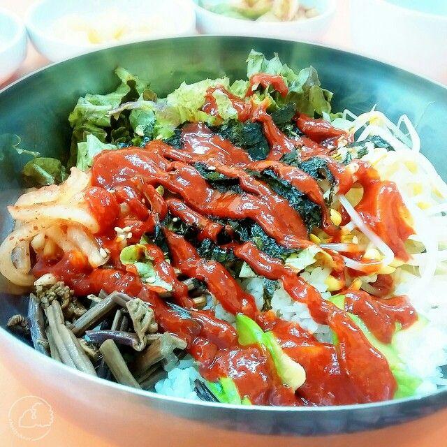 Korean food: Bibimbap  http://charlycheer.com