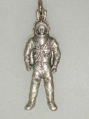 vintage astronaut charm - photo #16