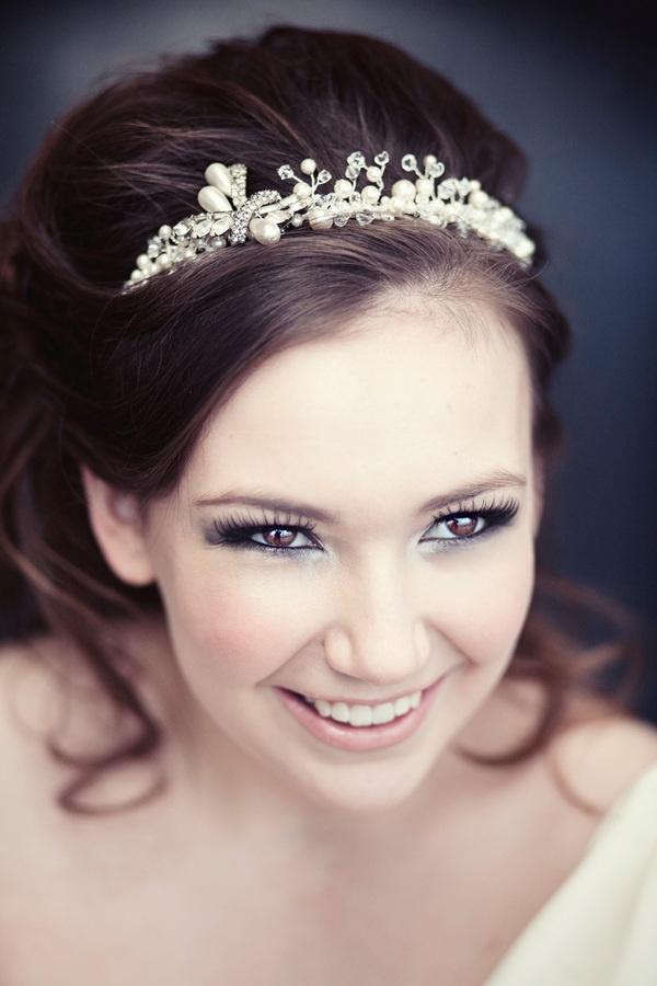Beautiful bridal makeup. Tight line. Smokey eye. Fake lashes.