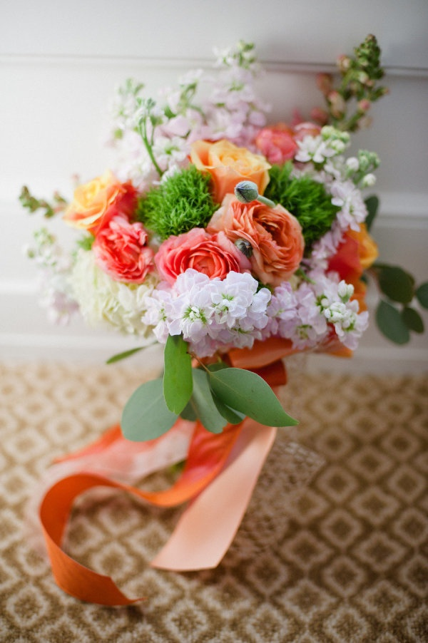 orange infused bouquet. a modern take on brights  Photography by elimurray.com, Floral Design by designsbytanarah.com
