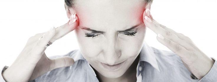 Lindra huvudvärken naturligt!  Många med huvudvärk eller migrän söker sig till naturliga kurer då de vill undvika starka mediciner. Huvudvärk definieras som en kontinuerlig smärta i huvudet, vare sig det är kronisk spänningshuvudvärk orsakad av muskelsammandragningar eller fullskalig migrän. Migrän är en pulserande, bultande smärta som kan vara i ett par timmar till flera dagar. Den kan orsakas av känslighet mot ljus eller ljud och kan komma med illamående och kräkningar.