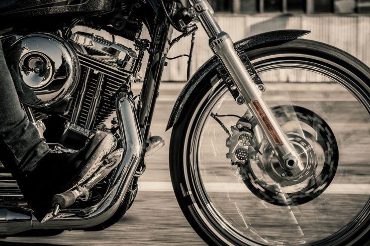 Read more: https://www.luerzersarchive.com/en/magazine/print-detail/harley-davidson-60334.html Harley-Davidson Tags: Harley-Davidson,Jim Nelson,Jason Smith,Andy Mahr