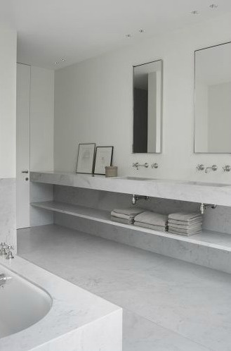 White marble bathroom - F Residence by Daskal & Laperre.