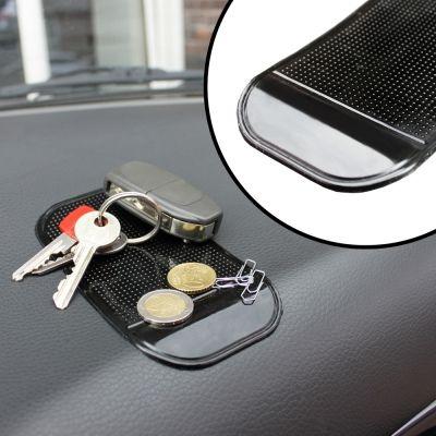 Ganz ehrlich: Auch im Auto muss das Handy doch immer griffbereit sein. Damit es Euch nicht um die Ohren fliegt, haben wir das passende Anti Rutsch Pad fürs Auto. via: www.monsterzeug.de
