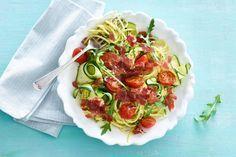 Spaghetti en Courgette met krokante Coppa di Parma ( of spekjes) en knoflook/olijf/rucola pesto