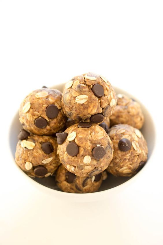 5 Ingredient PB Energy Bites | 2/3 cup PB, 1/2 cup chocolate chips, 1 cup old-fashioned oats, 1/2 cup ground flax seeds, 2 tbl honey. Combine all, refrigerate 15-30 minutes, roll into 12, store for 1 week