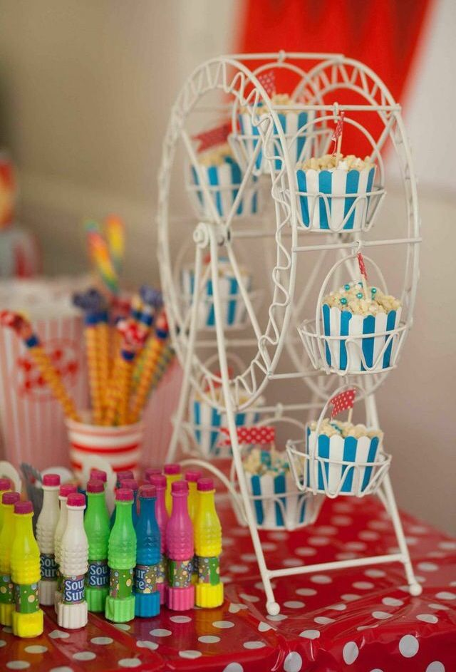 Ferris wheel cup cakes Circus party