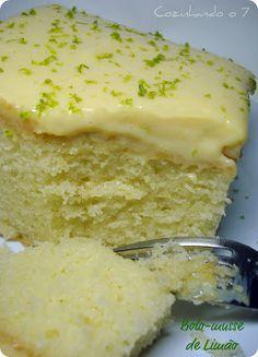 BOLO-MUSSE DE LIMÃO [ receita retirada da revista Bolos Gelados - Receitas tradicionais] Ingredientes: 1 xícara (chá) de óleo 1 xícara (chá) de leite 4 ovos suco e raspas da casca de 1 limão 2 xícaras (chá) de açúcar 3 xícaras (chá) de farinha de trigo 1 colher (sopa) de fermento em pó químico margarina e farinha de trigo para untar raspas da casca de 1 limão para polvilhar Cobertura: 1 lata de leite condensado 5 colheres (sopa) rasas de manteiga 1/3 xícara (chá) de suco de limão