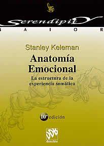 """Anatomía emocional de Stanley Keleman editado por Desclée.Anatomía Emocional, empieza así: """"La vida construye las formas"""", una investigación original sobre las conexiones entre la anatomía y el sentimiento. Keleman describe la configuración de un individuo como una interacción dinámica entre la historia emocional personal y la configuración genética, un proceso contínuo en el que las emociones, pensamientos y expresiones están incorporados."""