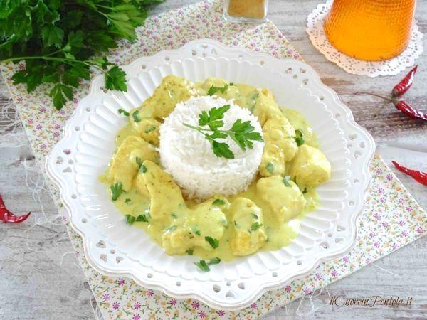 Pollo al curry con riso basmati http://www.ilcuoreinpentola.it/ricette/pollo-al-curry-con-riso-basmati/