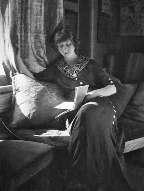 gertrude käsebier woman reading 1907 readers reading