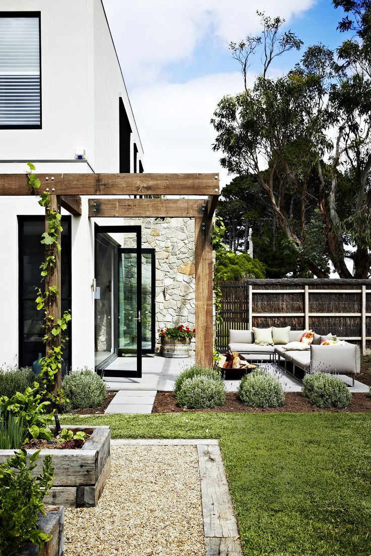 "The charming garden of this [weekender on the Mornington Peninsula](http://www.homestolove.com.au/a-dual-purpose-holiday-home-2579|target=""_blank"") evokes villas in Italy. Key plants include French lavender, red geraniums and ornamental grapevine (*Vitis vinifera*), which has beautiful burgundy foliage in autumn. Photo: Armelle Habib / *Australian House & Garden*"
