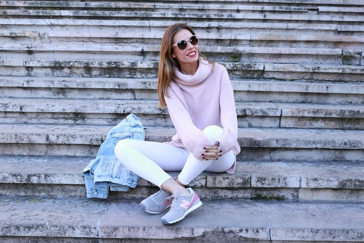 Cazadora vaquera/denim jacket: Pull&Bear. Jersey: The Extreme Collection. Jeans: Topshop. Zapatillas/sneakers: New Balance. Gafas de sol/sunnies: Anine Bing.