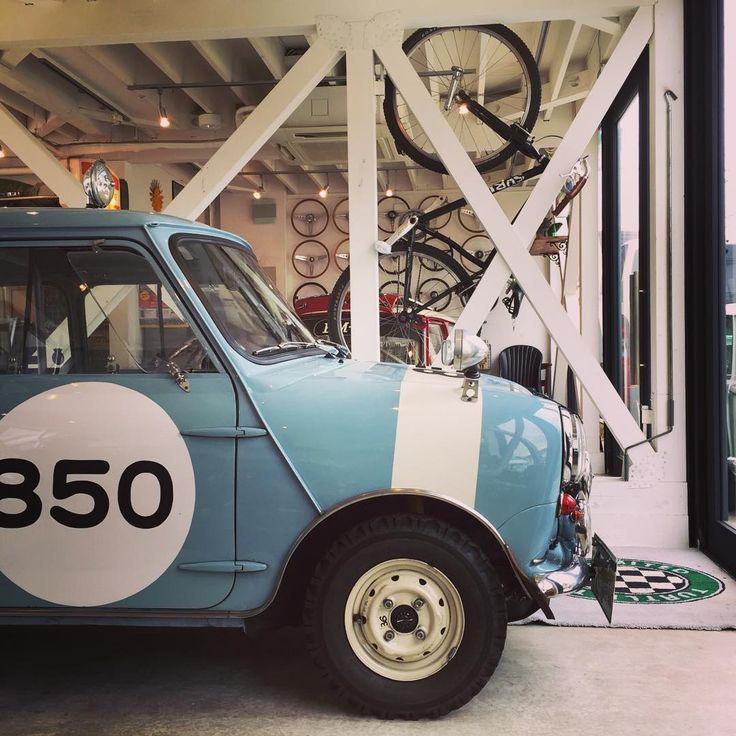 今日の関東地方はこれから雨のようですが、気温は高めで過ごしやすい感じですね . 先週末はSBoM、今週末はTBCCとレースシーズンも開幕!という感じです . TBCCは見に行こうと思ってます♪ . . #classicmini #classicminicooper #morris #austin #austinmini #morrismini #mk1mini #jpmini #classiccar #historiccar #vintagecar #lovecars #クラシックミニ #モーリス #オースチン #モーリスミニ #オースチンミニ #lovecars #turtletrading #turtleclassic #タートルトレーディング