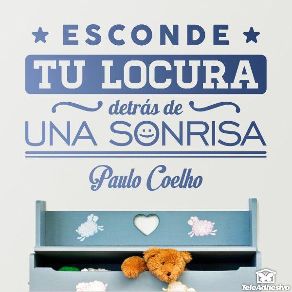 """Vinilo decorativo tipográfico sobre una frase motivadora de Paulo Coelho: """"Esconde tu locura detrás de una sonrisa"""" #paulocoelho"""