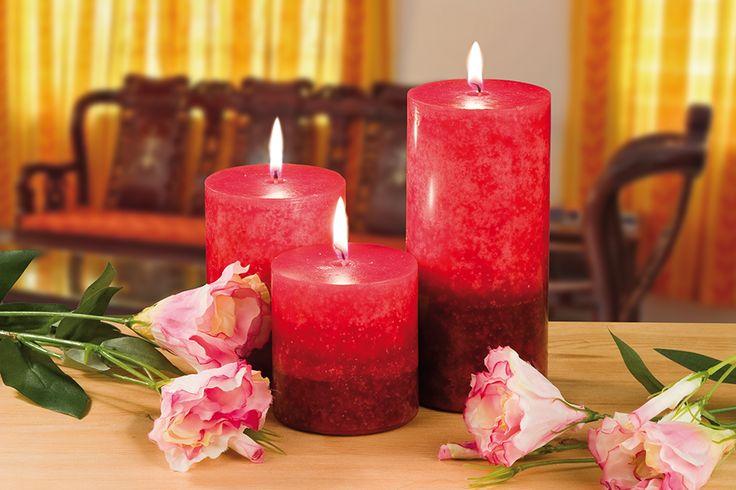3 geurkaarsen kersen  Description: Deze drie dieprode kaarsen verspreiden een heerlijke kersengeur. Hoogte: 7 10 en 15 cm.  Price: 21.99  Meer informatie