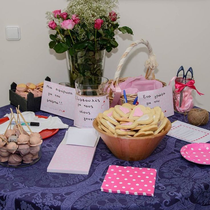 When your friends ask for a baby shower they get one (even when it's too hot to move around)!   #when_your_friends_are_expecting_a_baby #babyshower #babyshowerideas #babyshowerbuffet #girlbabyshower #pinkdesserts #suumerinthecity #babygirl #polkadots #toohottobake #cookies #oreopops #flowers