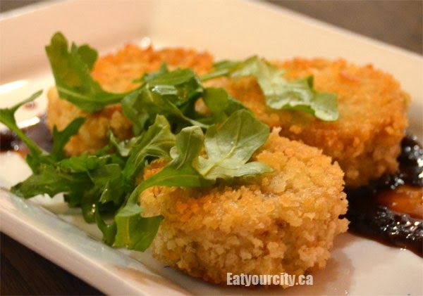 The River House Crab cakes with black pepper sauce