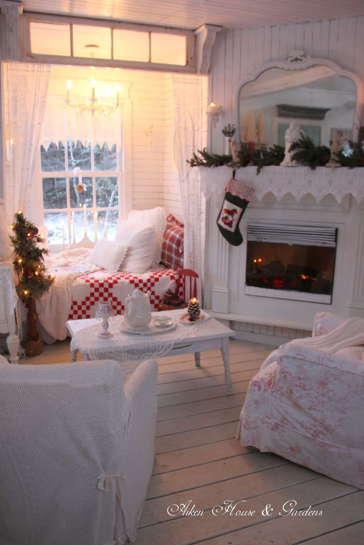 Aiken House & Gardens: The Christmas Nook