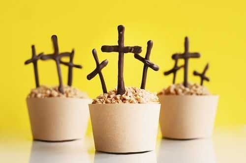 Would like to seem younger? Go here Today: http://bit.ly/HzgCWm ..Cross cupcakes. EASY Easter dessert.: Cross Cupcakes, Chocolate Crosses, Resurrection Cupcakes, Easter Cupcakes, Cupcake Idea, Easter Dessert, Cupcakes Love, Easter Spring, Easter Ideas