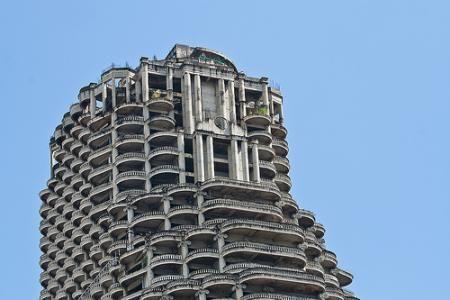 Sathorn Unique: El rascacielos encantado de Bangkok