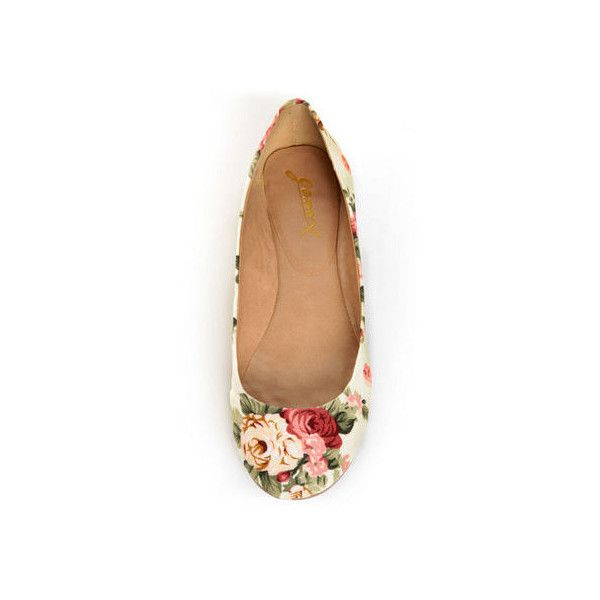 GoMax Sienna 22 Cream Floral Fabric Ballet Flats (39 CAD) ❤ liked on Polyvore featuring shoes, flats, flat shoes, floral-print shoes, floral shoes, ballet pumps and floral print flats