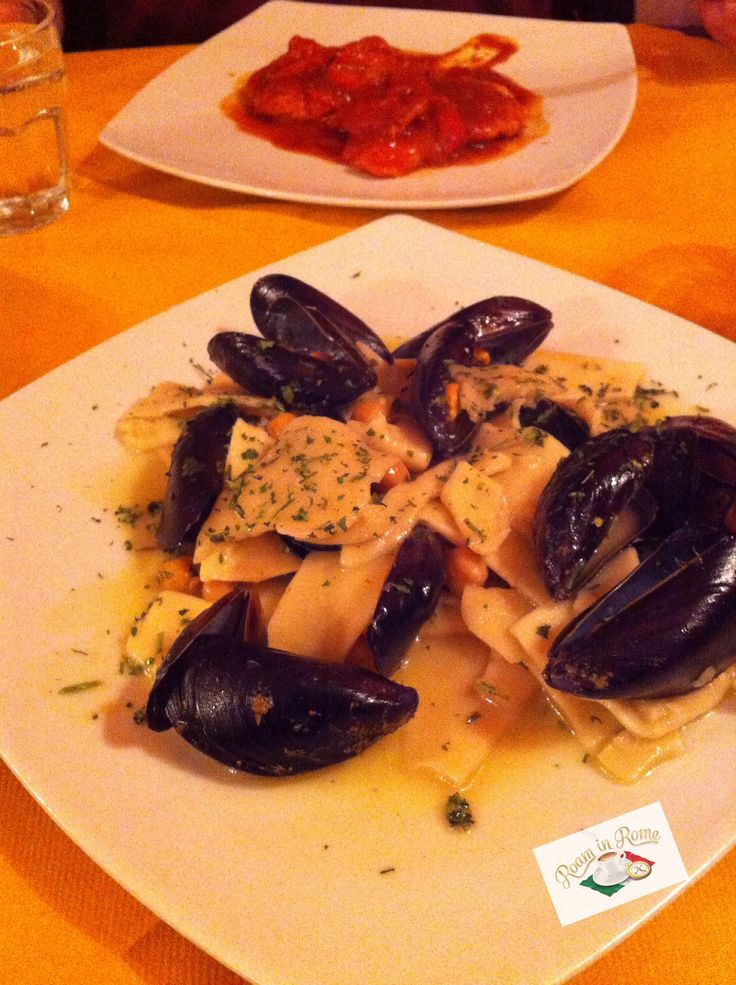 Home made, fresh egg pasta with mussels, at Il Gallo restaurant near Piazza Navona. It didn't touch the sides!