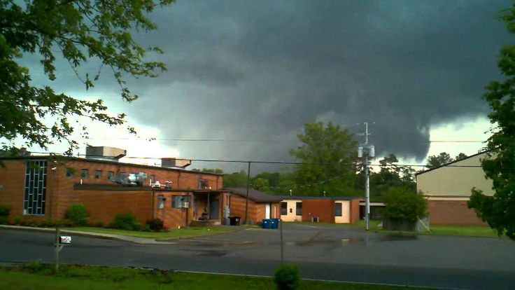 Arab, Alabama Tornado April 27 2011 - A large wedge is found passing to the north. The man doing the recording is shocked at how close it is. Given that female voices carry better, I wonder that the loud speaker and siren have a male voice.