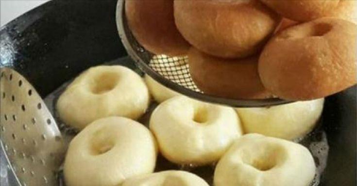 Un deliciu nemaipomenit! INGREDIENTE: -500 ml de lapte; -125 g de unt sau margarină; -2 ouă; -2 linguri + o linguriță de zahăr; -1.5 lingurițe de sare; -½ pahar de apă caldă; -făină— suficientă pentru frământarea unui aluat moale și nelipicios; -11 g de drojdie uscată; -vanilină — opțional; -ulei de floarea-soarelui — pentru prăjit. MOD DE PREPARARE: 1.Amestecați laptele cu apa și încălziți-le puțin. 2.Adăugați zahărul și drojdia uscată. Amestecați și lăsați drojdia să se activeze pe…