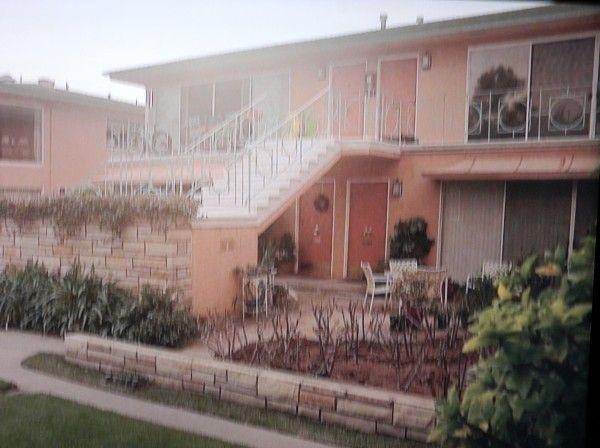 """HBO TV Series """"Enlightened"""" and The Mid-Century Style TV House Levi's apartment"""