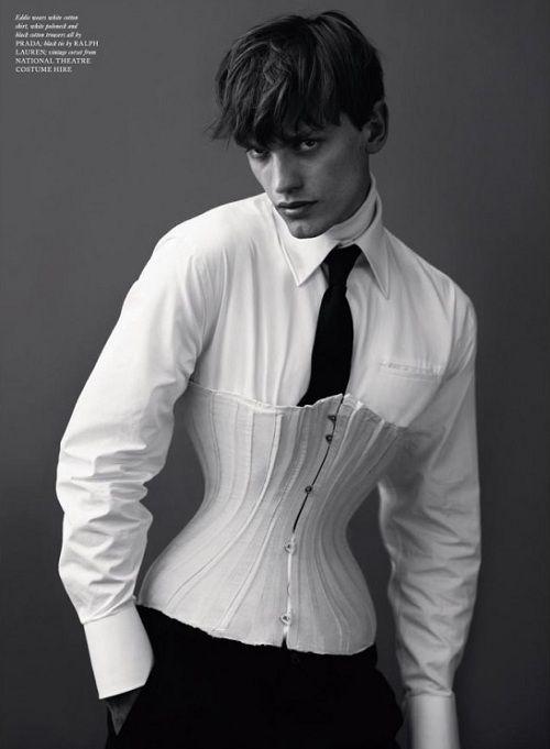 Le corset pour homme. Le vétement a t il alors la fonction d'oppresser, ou est il seulement là pour son esthétique ?