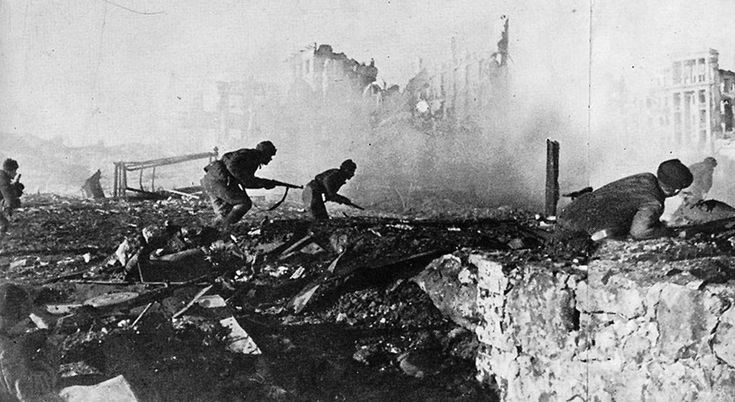 Sometime in the Autumn of 1942, Soviet soldiers advance through the rubble of Stalingrad. (Georgy Zelma/Waralbum.ru): World War Ii, Wwii, Soviet Soldiers, Eastern Front, Ww Ii, Photo, Soldiers Advance, Ii Eastern