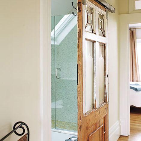 Reutilizar una puerta antigua de madera como corredera - Como colocar una puerta corredera ...
