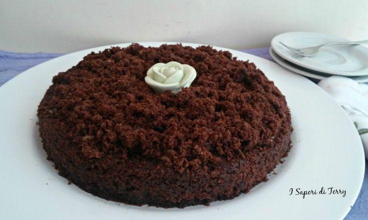 La mimosa al cioccolato è un'ottima idea per una torta diversa. Ottima e golosa con la sua crema d cioccolato al latte.