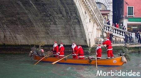 A ornavasso nella splendida cornice del lago maggiore i bambini, trasportati da un trenino, potranno visitare la vera grotta di babbo natale attraversando. Christmas In Venice 6 Babbo Natale Venezia Buon Natale