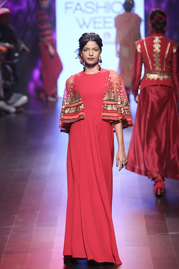 Tarun Tahiliani | Lakme Fashion Week Winter Festive 2016 #LFWWF2016 #PM #taruntahiliani