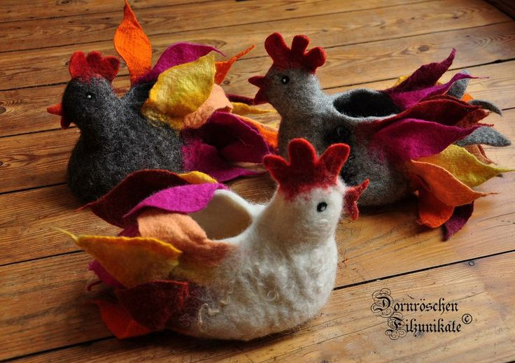 """Osterkörbchen """"Hühner"""" oder """"Hähne"""" für den Frühlingstisch. Jaaa, endlich was Buntes, Schönes, Dekoratives. Für Frühstückseier, Süßes, Überraschung..."""