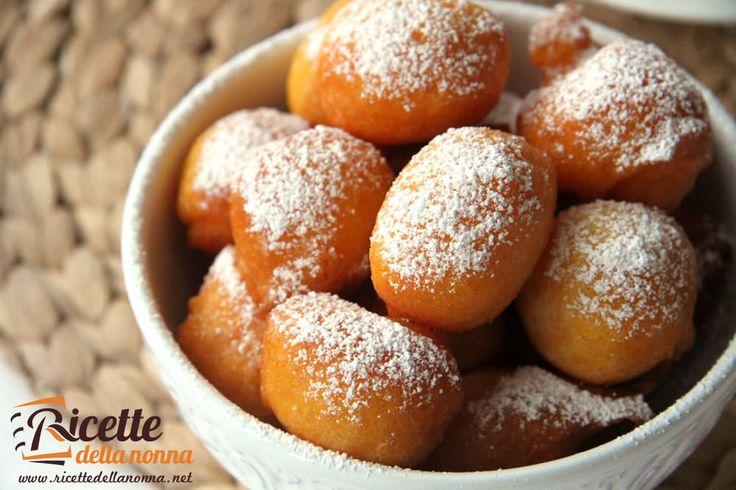 Un dolce fritto davvero particolare a base di zucca ideale per il Carnevale o per festeggiare Halloween! Procedimento Pulite la zucca e dopo averla tagl