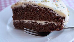 Chocolade taart met glazuur van Baily's en witte chocolade.    Verjaardagen zijn altijd leuk en vol uitdagingen. De oudste werd gisteren ...