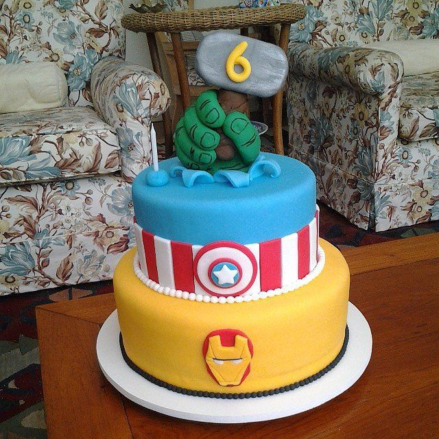 A Marvel(ous) Cake: This three-layer cake features some of Marvel's most powerful heroes.  Source: Instagram user marinamariutti