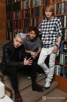 JYJ's Kim Jaejoong with Block B's Zico and B2ST's Yong Jun Hyung for an interview   All my favorites in one interview/picture. OMGOMGOMGOMG.