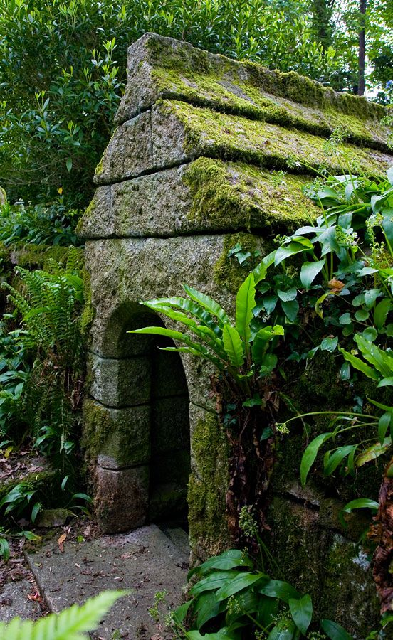 St Keyne's Holy Well is dedicated to the daughter of King Brychan. It is said that whoever of two newly-weds first drinks the water will gain the upper hand in the marriage.