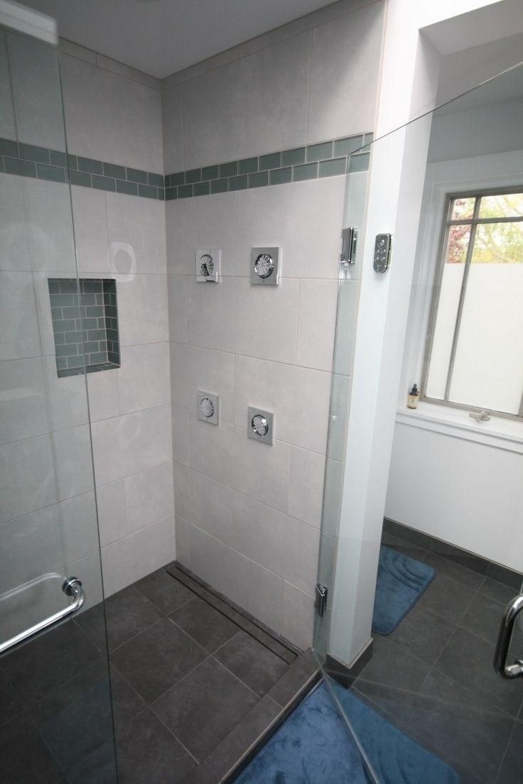 douche italienne encastrée hydromassante et frise vert gris