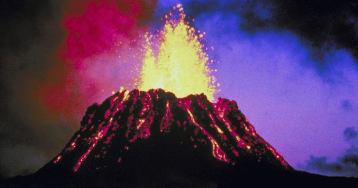 Cómo dibujar un volcán. Los volcanes pueden ser aterradores en la vida real, pero dibujarlos es muy sencillo y divertido. Al pensar en un volcán, nos imaginamos una temerosa montaña estallando en llamas. Esta imagen es precisamente lo que hace un dibujo de volcán tan único. Cualquier dibujo que representa a una sensación de movimiento es interesante de crear y hace que ...